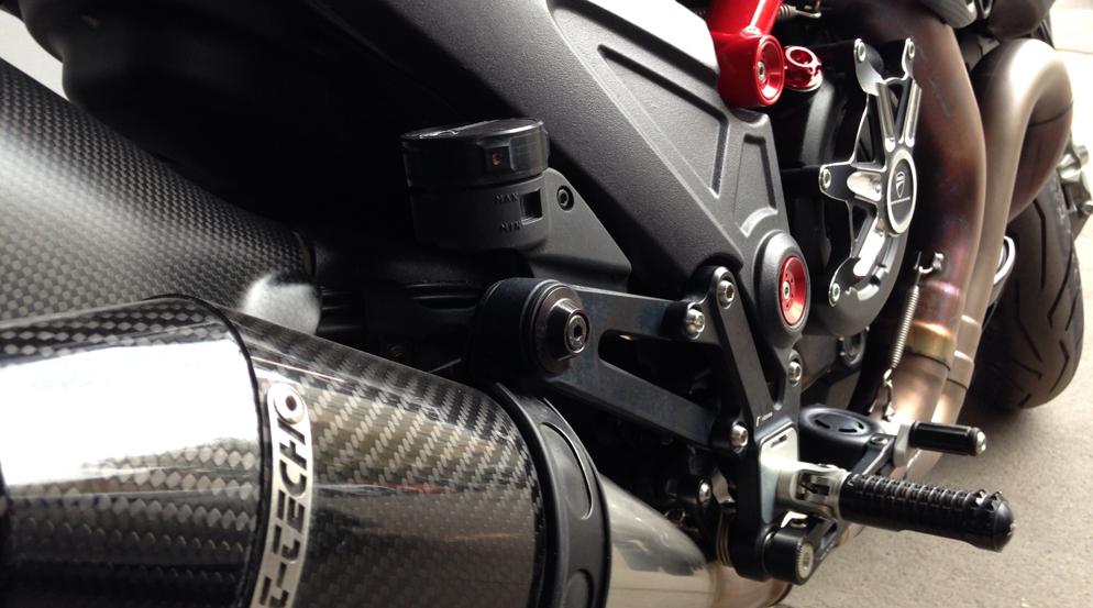 Ducati-carbon.jpg_SFW